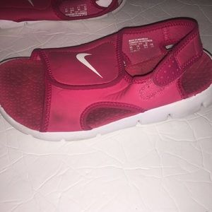 Nike Shoes - Nike pink girls Sunray water sandals size 2y